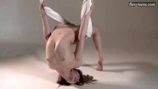 Sexy nude contortionist Sofia Zhiraf